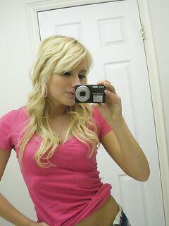 Парень быстро обкончался трахая прикольную блондинку