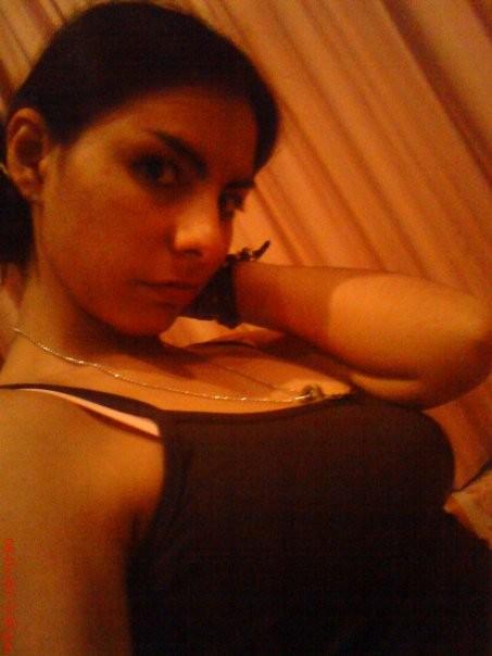 Частные фото молодой мексиканки на которых она однажды показала сиси