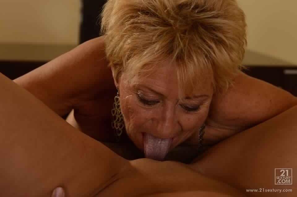 Зрелые лесбиянки с молодыми - Фото галерея 1073888