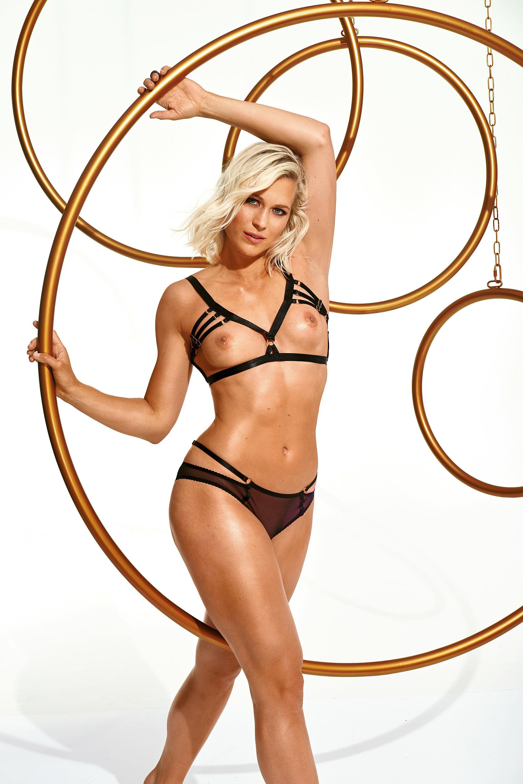 Голая грудь немецкой чемпионки по гребле Julia Lier