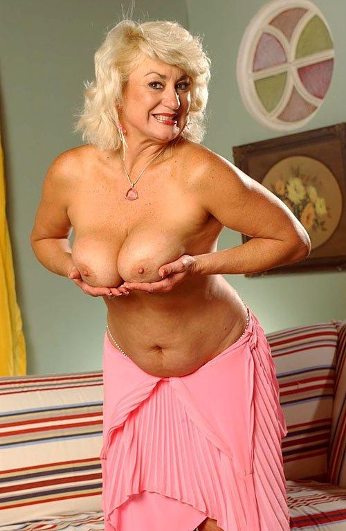 Ебабельная пожилая блондинка